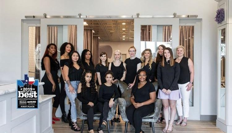 Got lashes?  Either way, Noelle Boyle and the Lash Lounge can help